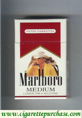 Marlboro with cowboy with lasso from behind Medium cigarettes hard box
